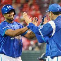 Baldiris' homer sends BayStars past Carp
