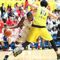 Hitachi edges Chiba in NBL playoff opener