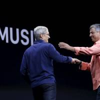 Record industry warily embraces Apple Music