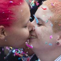 Gay, lesbian couples in U.S. rush to marry after historic Supreme Court ruling