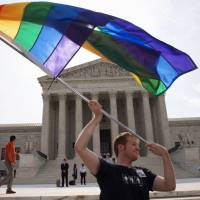 U.S. Supreme Court rules in favor of gay marriage nationwide