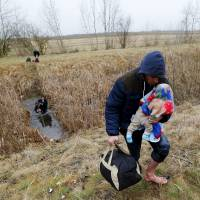 Hungary considers border fence to keep out migrants