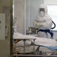 Pregnant woman among 14 new MERS cases in South Korea; total hits 122