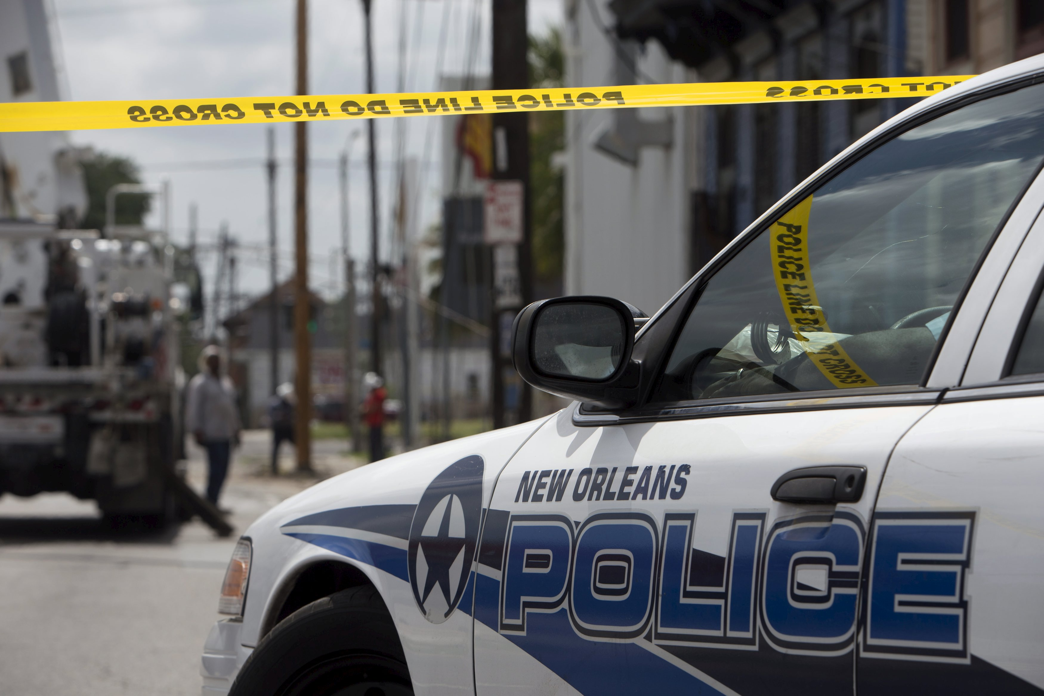 In broken handcuffs suspect captured after new orleans for Police orleans