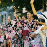 Dotonbori hopes 3,000 join Bon dance in Guinness record bid