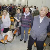 Volunteer who left China in 1946 teaches Japanese to war-displaced