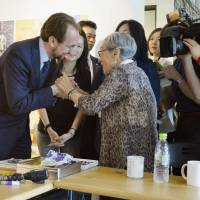 Top U.N. official on human rights meets with former 'comfort women'