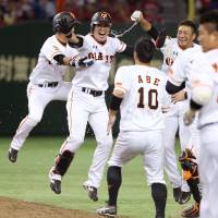 Giants stage dramatic rally against Kuroda in ninth inning
