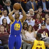 Warriors shut down LeBron, rout Cavaliers to even series