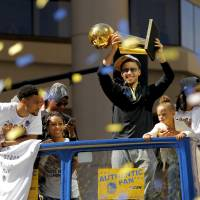 Oakland fetes champ Warriors