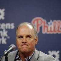 Sandberg resigns as Phillies manager
