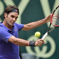 Federer preps for Wimbledon by claiming record eighth title in Halle