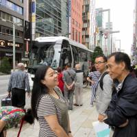 Chinese tourists fueling boom in sightseeing buses