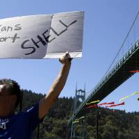 Protesters in Portland forced away from river after Arctic-bound Shell ship is blocked