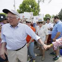 Sanders not yet making the most of booming 2016 crowds