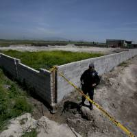 U.S. agents knew of, alerted Mexico to 2014 'El Chapo' escape plots: DEA documents