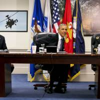 Obama makes rare Pentagon visit for briefing on Islamic State
