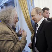 Despite long odds, independent media battle on in Putin's Russia