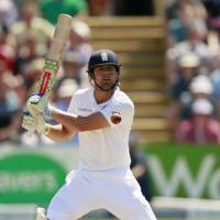 Bayliss urges Cook to resist change