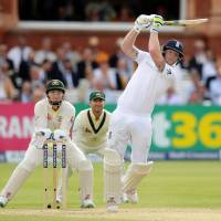Australia takes charge in second test