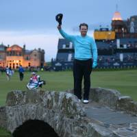 Johnson in lead as rain affects play