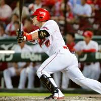 Aizawa delivers decisive hit for Carp