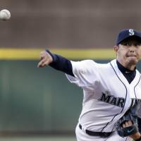 D-Backs pound Iwakuma