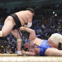 Terunofuji victorious in ozeki debut