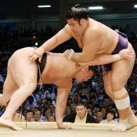 Hakuho handed first loss; four tied for lead
