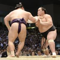 Hakuho steps closer to 35th Emperor's Cup