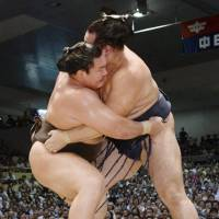 Hakuho triumphs to claim 35th career title