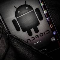 Japanese smartphone carriers offer mixed responses to Android flaw