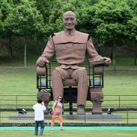 Taiwanese, confronting past history, target Chiang statues