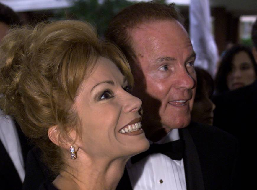 Famed nfl star 39 monday night football 39 pioneer frank for Frank and kathie lee gifford wedding