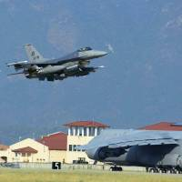 U.S. deploys six F-16 fighter jets arrive to Turkey base to fight Islamic State