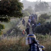 Ending migrant crisis is 'top priority', vow Britain and France