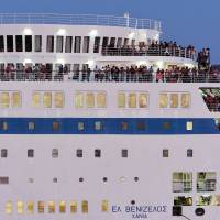 Greece ferries refugee thousands from stressed isles to mainland, looks to bus them to border