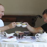 Putin pumps iron in bid to lift popularity with Russians