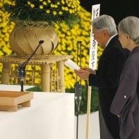 Emperor voices 'deep remorse' over war at 70th anniversary of surrender; ministers visit Yasukuni