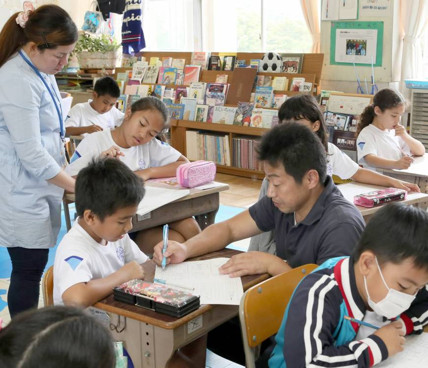 how to say teacher teches japanese in japanese
