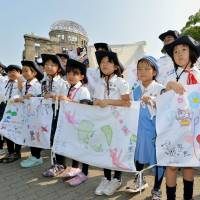 Hiroshima 70th A-bomb anniversary will draw officials from record 100 countries