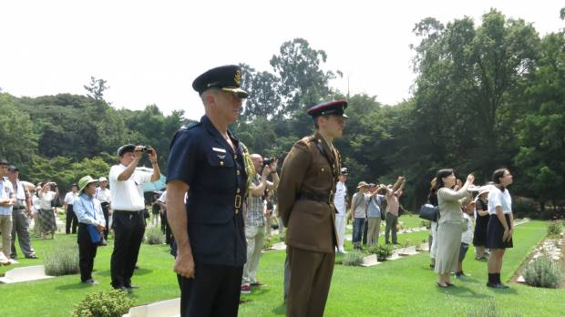 Service pays tribute to WWII POWs