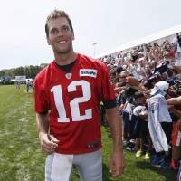 Silent Brady sharp in Patriots' first padded practice