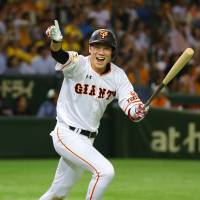 Giants complete sweep of CL-leading Tigers