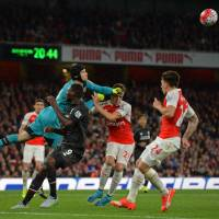Cech rebounds in goal as Arsenal earns draw