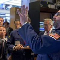 Fed heeds 'rate rant' fears, holds to status quo; stocks surge