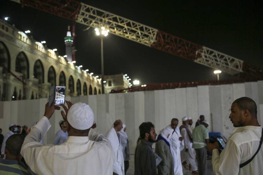 Traumatized pilgrims question quick conclusion on why Mecca crane ...