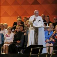 In speech, pope tries to balance U.S. debate on religious liberty