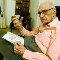 At 91, India's top 'sexpert' drags taboos into the light