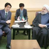 Abe meets Iran counterpart on U.N. sidelines, urges Tehran toward nuclear deal with prospect of Japanese investment
